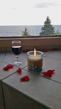 Tofte, MN : Enjoying wine by candlelight in our double jacuzzi, with a breathtaking view of Lake Superior!