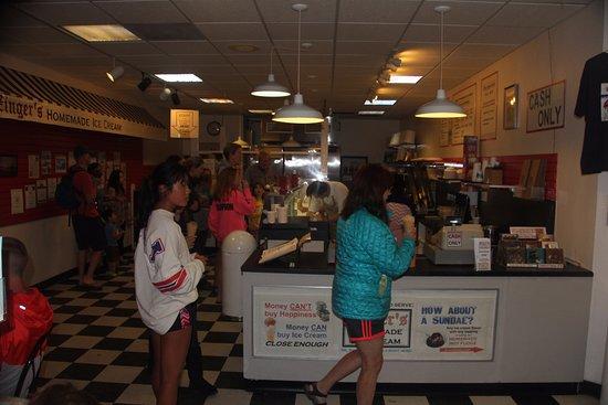 Zinger's Homemade Ice Cream: Busy week day night