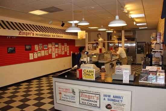 Zinger's Homemade Ice Cream: Closing time - 9pm!