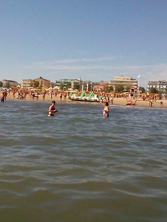 Vista dal mare della spiaggia foto di bagno 124 mario e luca rivazzurra di rimini tripadvisor - Bagno 18 rimini ...