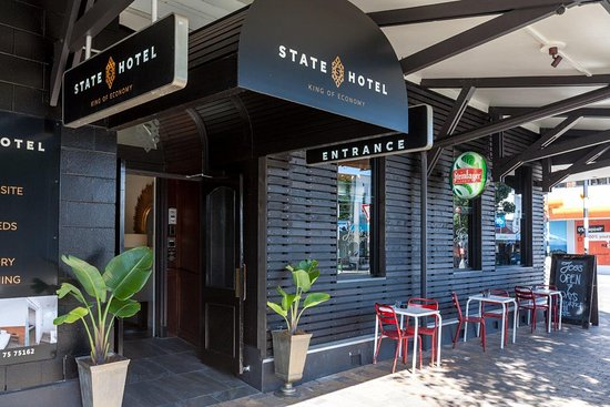 New Plymouth, New Zealand: State Hotel Devon Street East Entrance