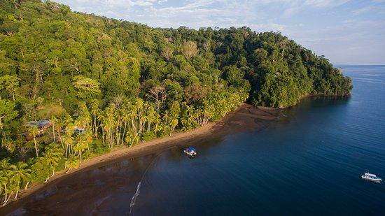 Golfito, Costa Rica: Playa Cativo Lodge, Bay and Beach