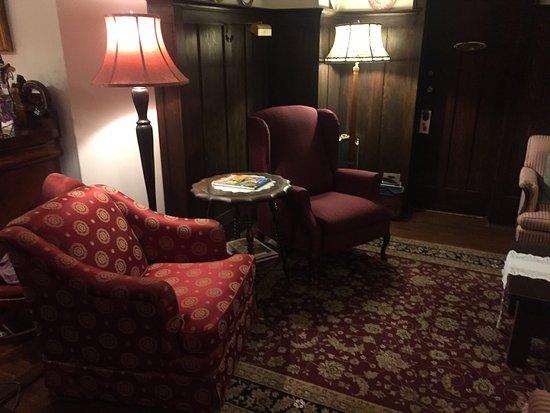 Oak Bay Guest House: photo1.jpg
