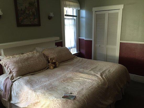 Oak Bay Guest House: photo3.jpg