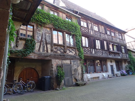 Cour fastinger picture of office de tourisme d 39 obernai obernai tripadvisor - Obernai office du tourisme ...