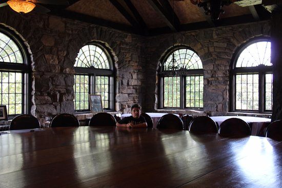 Pulaski, TN: The windows and stone make the formal dining room breathtaking.