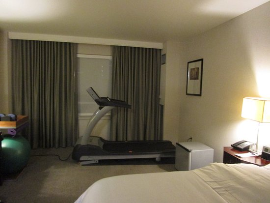 Embassy Suites By Hilton Richmond: Exercise Equipment In The Room