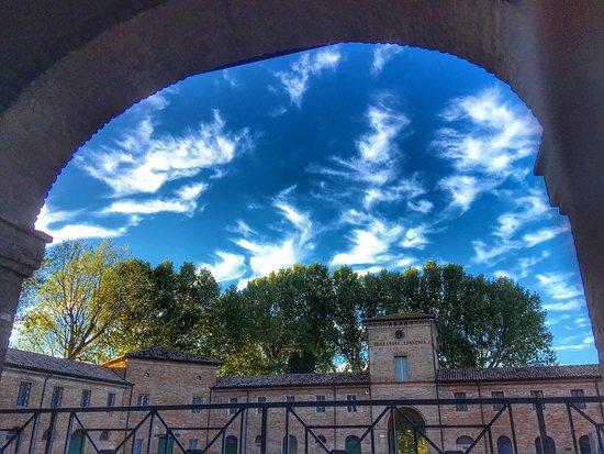 San Mauro Pascoli, Italia: Interni di Villa Torlonia con Vineria Torlonia e votazioni nel Processo a Cesare