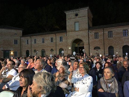 San Mauro Pascoli, Italien: Interni di Villa Torlonia con Vineria Torlonia e votazioni nel Processo a Cesare