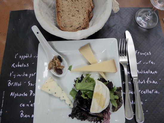 Saint-Siffret, France: Bons fromages, bien affinés