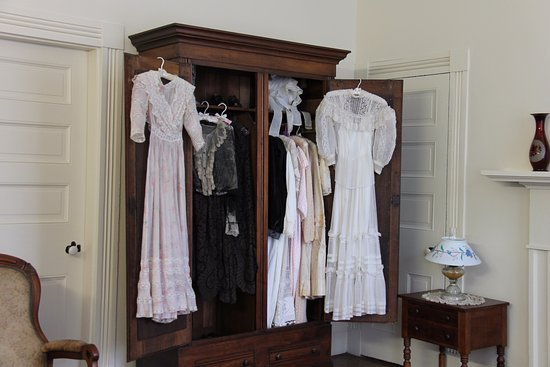 Tuscumbia, AL: Original wardrobe items. Beautifully preserved.
