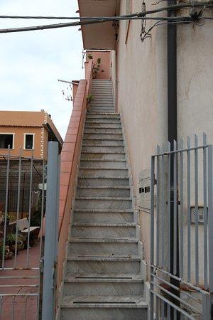 Gioia Tauro, إيطاليا: The external stairs