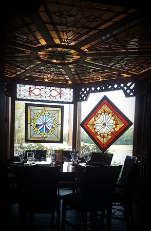 Black Horse Restaurant Tavern: Stained glass artwork