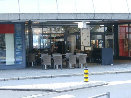 Thalwil, Zwitserland: Sidewalk seating