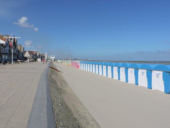 La digue et le poste de secours photo de plage de malo - Piscine de malo les bains ...
