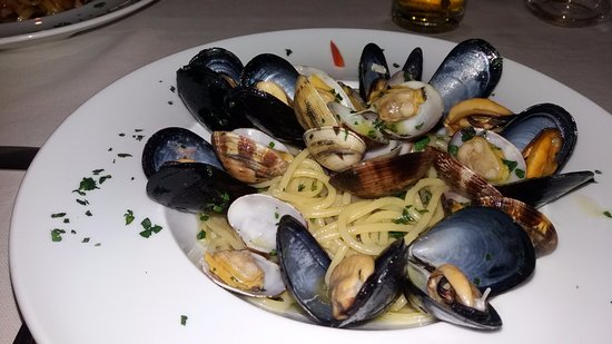 Сант'Аньелло, Италия: Spaghetti cozze e vongole in bianco