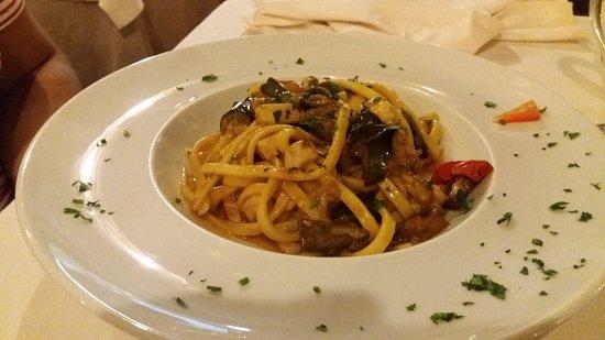 Сант'Аньелло, Италия: Scialatielli pesce spada e melanzane