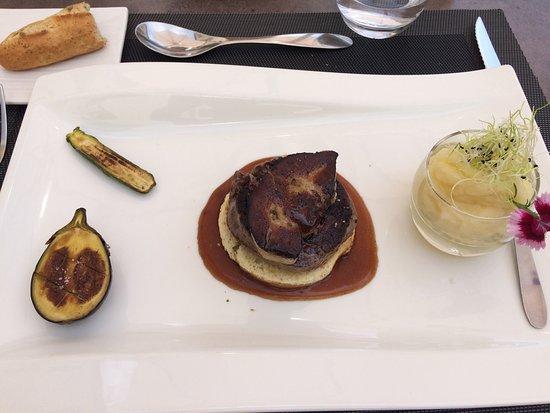 Cabestany, Γαλλία: Foie gras poêlé en entrée. Noix de saint Jacques / pavé de bœuf Rossini.