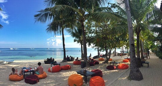 Ocean Vida Beach & Dive Resort: Beach bean bags