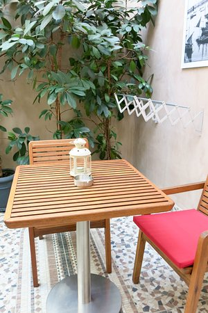 Fatma Hanoum Boutique Hotel: Balcony with clothes drying rack