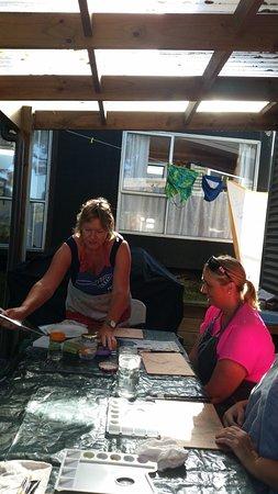 Waihi, Nieuw-Zeeland: Naomi taking us through watercolour