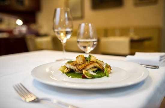 Jakub Restaurant: Enjoy your meal & wine