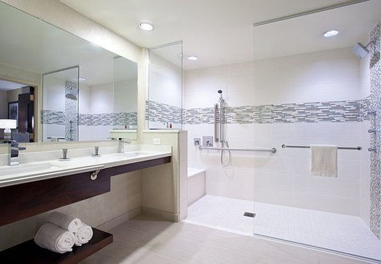Cranberry Township, PA: One-Bedroom Suite - Accessible Bathroom