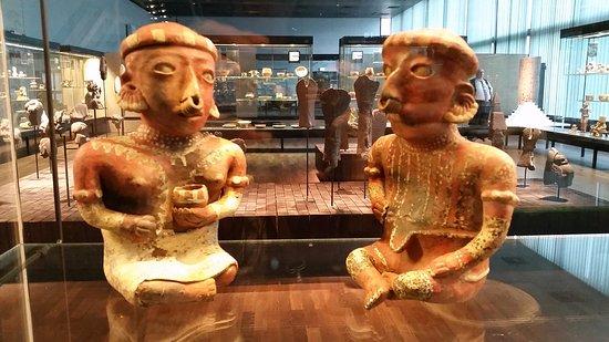Museum of Ethnology (Ethnologisches Museum): Потрясающие керамические фигуры (Ю.Америка)