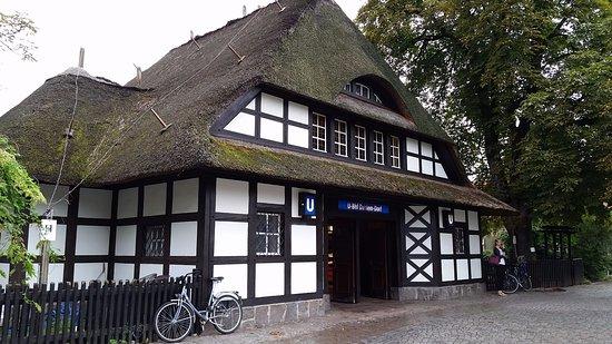 "Museum of Ethnology (Ethnologisches Museum): Станция метро ""Dahlem-Dorf"""