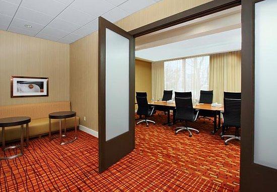 Lyndhurst, NJ: Boardroom