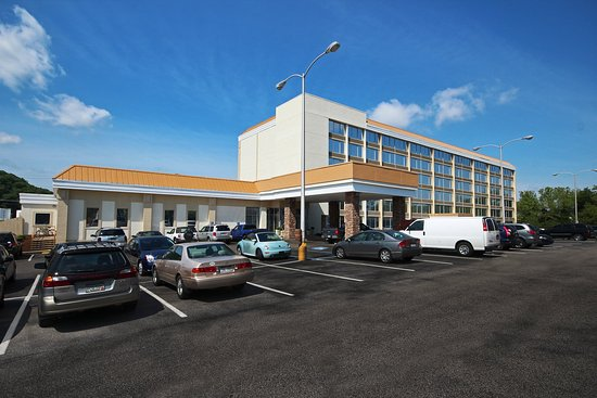 Holiday Inn Express Charleston-Civic Center Hotel Exterior