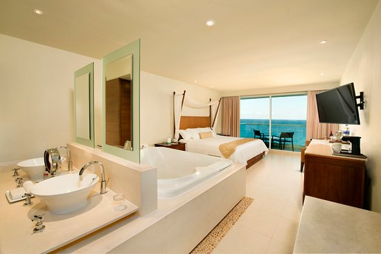 Sun Palace: Junior Suite Ocean View