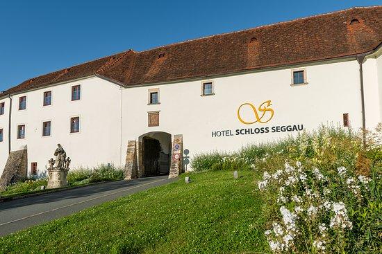 Hotel SCHLOSS SEGGAU - Eingang