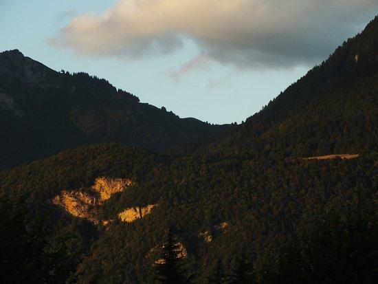 Lathuile, Γαλλία: Vue du MH le soir, au soleil couchant