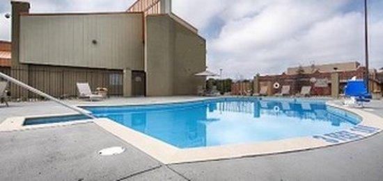 Comfort Stay Inn: Pool