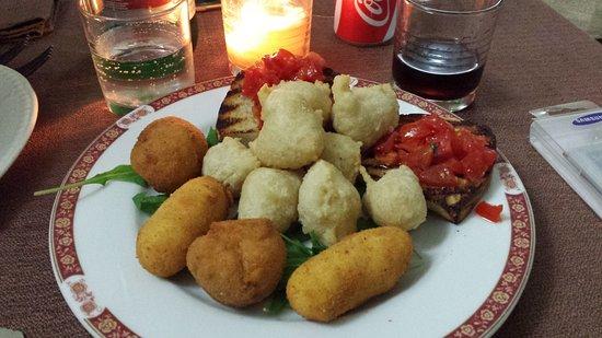 Baia, Italia: fritturine miste e bruschette