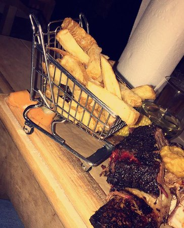 Grafschaft Dublin, Irland: chips in a trolley