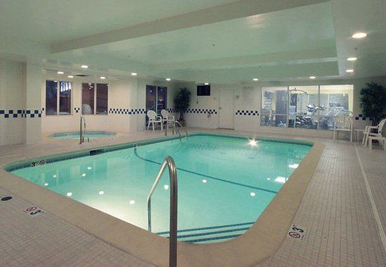 Jeffersonville, IN: Indoor Pool & Spa