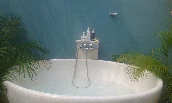 Enigma Bali Villas: outdoor bathtub