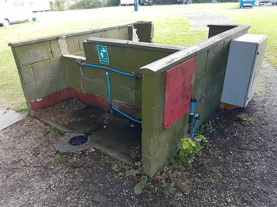 Gosport, UK: Waste bin and water very tired and needs taking down very dangerous. Needs improvements