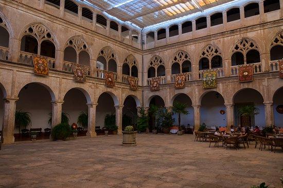 Hospederia Real Monasterio: Claustro