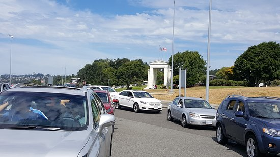 Blaine, Вашингтон: heavy traffic at Peace Arch crossing