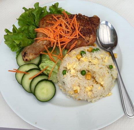 cuisse de poulet la citronnelle et riz cantonais photo de buffet tha villiers sur marne. Black Bedroom Furniture Sets. Home Design Ideas