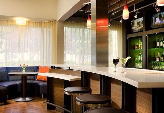 ฟอสเตอร์ซิตี, แคลิฟอร์เนีย: Lobby Bar