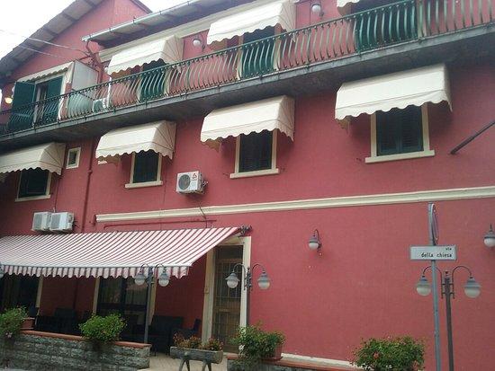 Monti Hotel: 20160817_090939_large.jpg