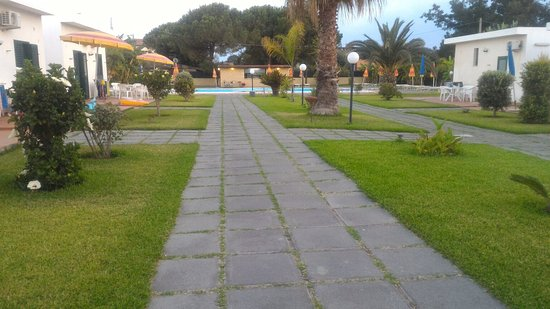 Villaggio Artemide: Foto su viale centrale