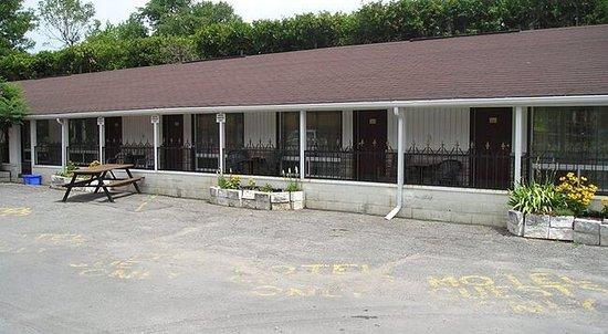 7 West Motel