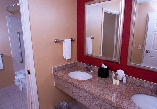 Middlebury, VT: Spa King Suite Bathroom