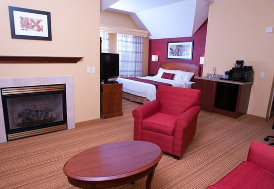 Middlebury, VT: Spa King Suite Bedroom