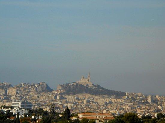 View from garden  Photo de Auberge de Jeunesse Marseille